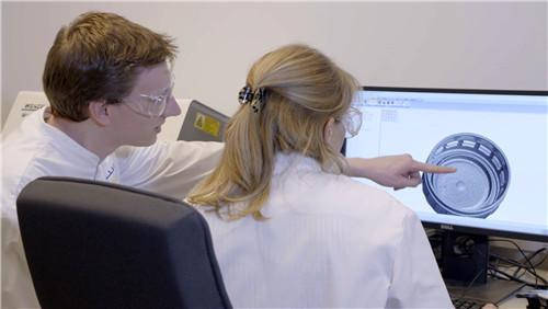 新闻稿配图-沙特基础工业公司(SABIC)在荷兰成功揭幕瓶盖与瓶塞技术创新中心 (2)_副本.jpg